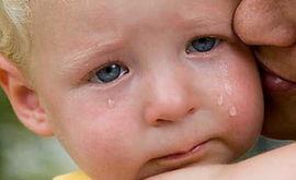 Почему ребенок плачет и как его успокоить