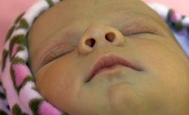 Почему грудной ребенок хрюкает носом