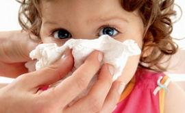 У грудного ребенка заложен нос – что делать?