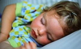 Сколько должен спать грудной ребенок