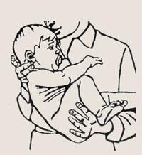 Как держать новорожденного