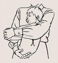 Держим ребенка правильно на руках