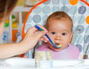 Как правильно давать прикорм грудным детям?