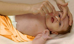 Как почистить нос новорожденному ребенку