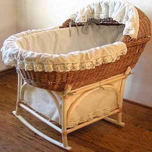 Какая лучше кровать для новорожденного ребенка